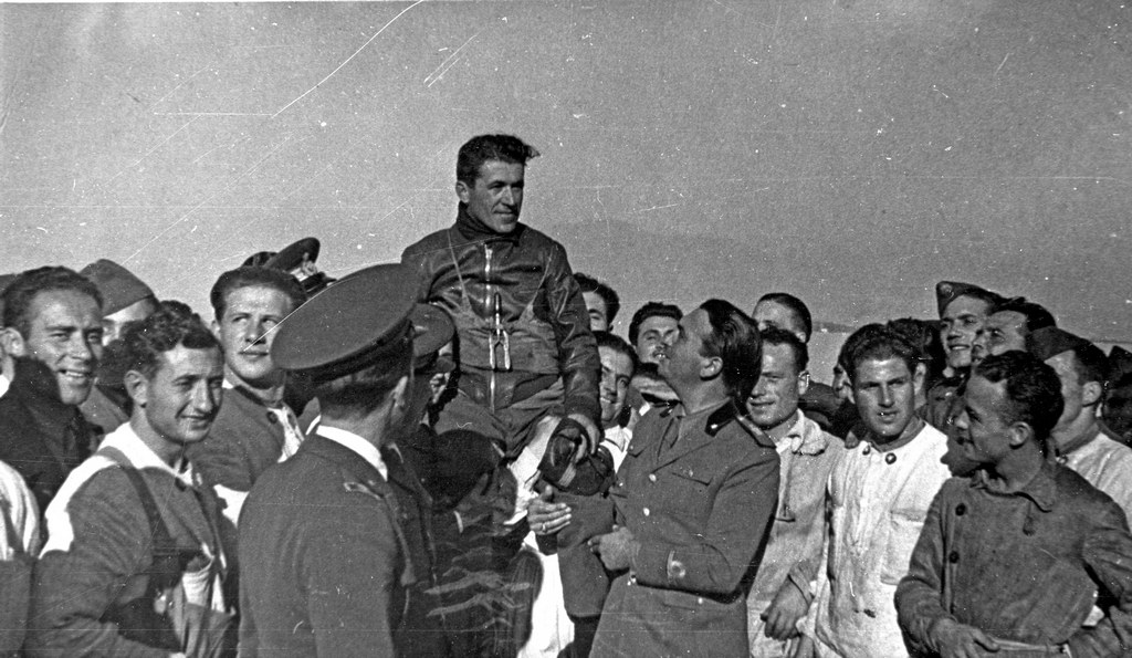 Agello carried in triumph by mechanics and Italian Air Force officials.