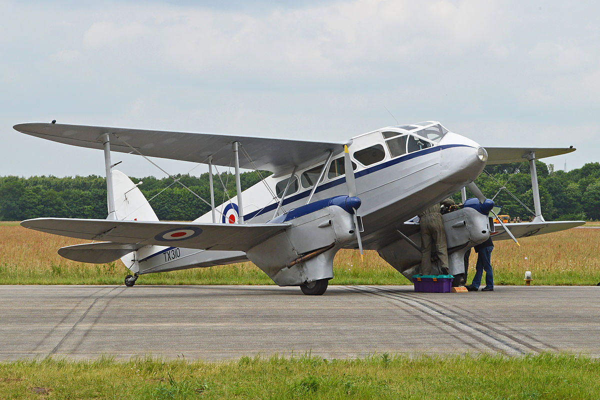 Dragon Rapide G-AIDL while in service with Classic Air Force in 2013. (photo by Alan Wilson via Wikipedia)