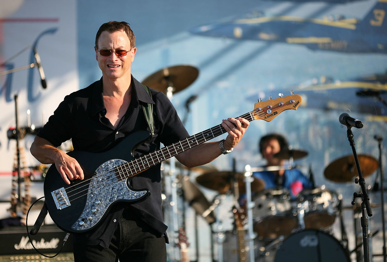 Gary Sinise playing with the Lt.Dan Band. (photo by Daniel Schwen via Wikipedia)