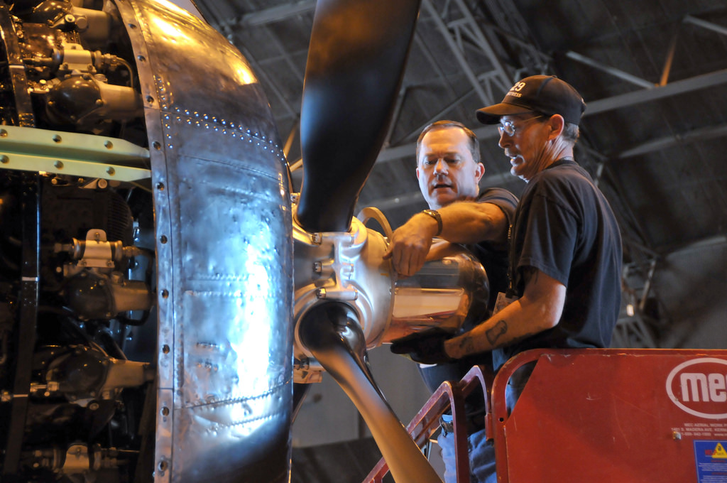Docs first propeller during the installation process. (photo by Randy Allen via Docs Friends)