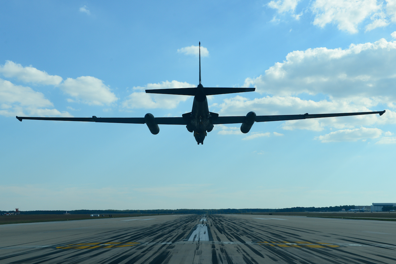 A U-2 Dragon Lady from Beale Air Force Base, California, prepares to land at Joint Base Andrews, Maryland, Sep. 17, 2015. The aircraft was on display during an air show Sep. 19, 2015. This year marks the 60th anniversary of the U-2, one of the oldest operational aircraft in the Department of Defense. (U.S. Air Force photo by Senior Airman Bobby Cummings/Released)