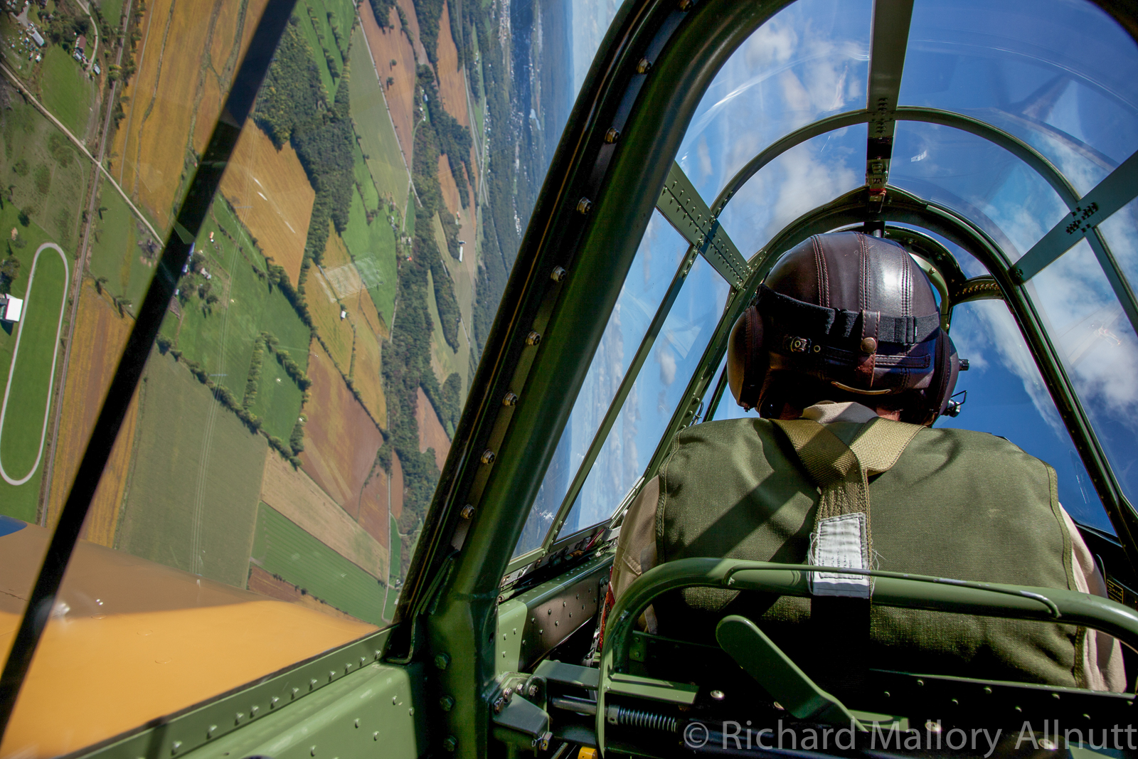 The inside view from the Kittyhawk as we break for landing... (photo by Richard Mallory Allnutt)