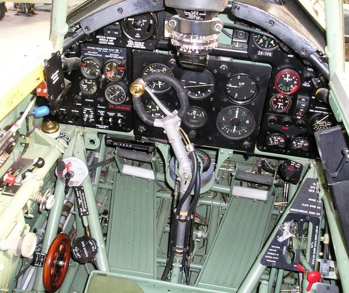 Cockpit of the Hawker Hurricane Mk. IIA, in flight  (image credit: http://spitfiresite.com)