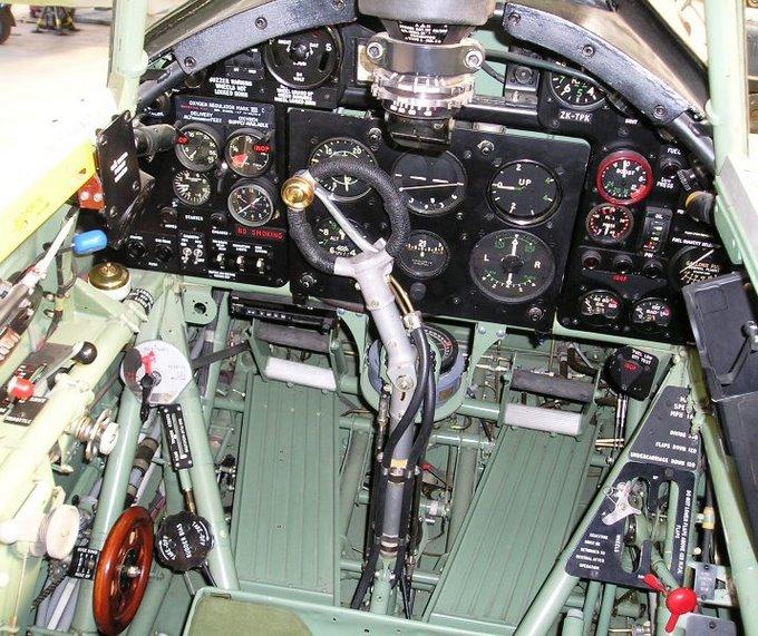 Cockpit of the Hawker Hurricane Mk. IIA, in flight  (image credit: http://spitfiresite.com)