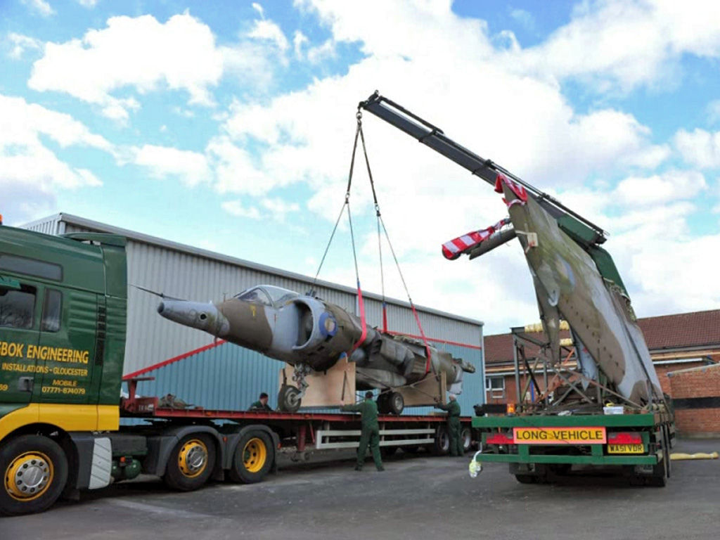Harrier arrives at Tangmere (photo credit: Tangmere Military Aviation Museum)