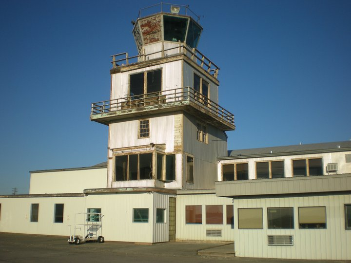 NAS Pasco Tower Building before repairs (Image Credit : Save the Old NAS Tower in Pasco WA / Michel Pelletier)