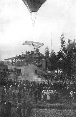 Balloon-deployed Montgomery glider being launched in Santa Clara, CA in 1883.