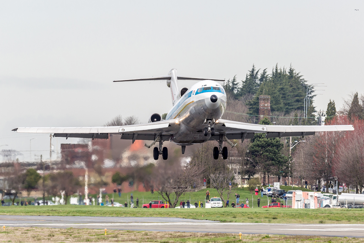 The Boeing 727 on  short landing  (photo by Francis Zera)