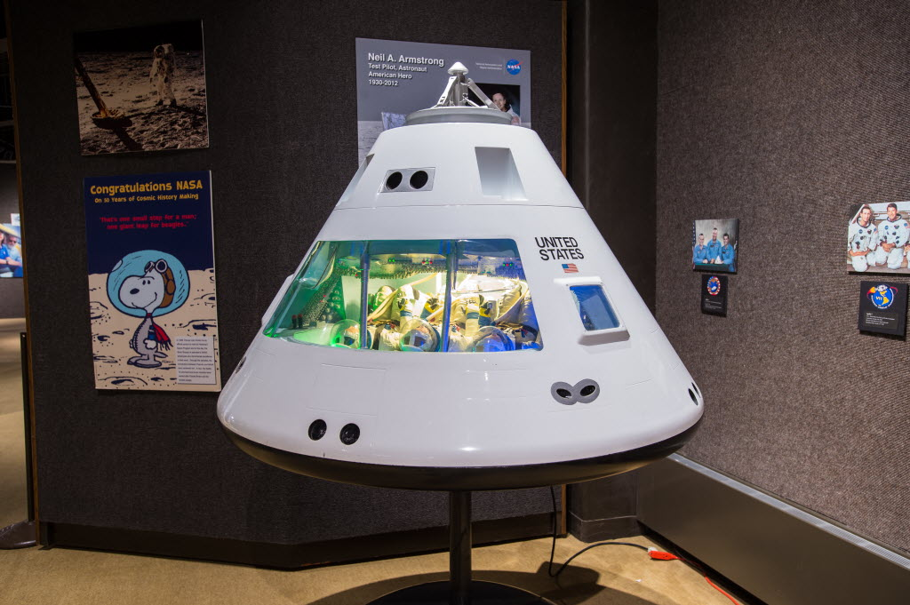 Apollo exhibit brings artifacts from the moon_07d7_9