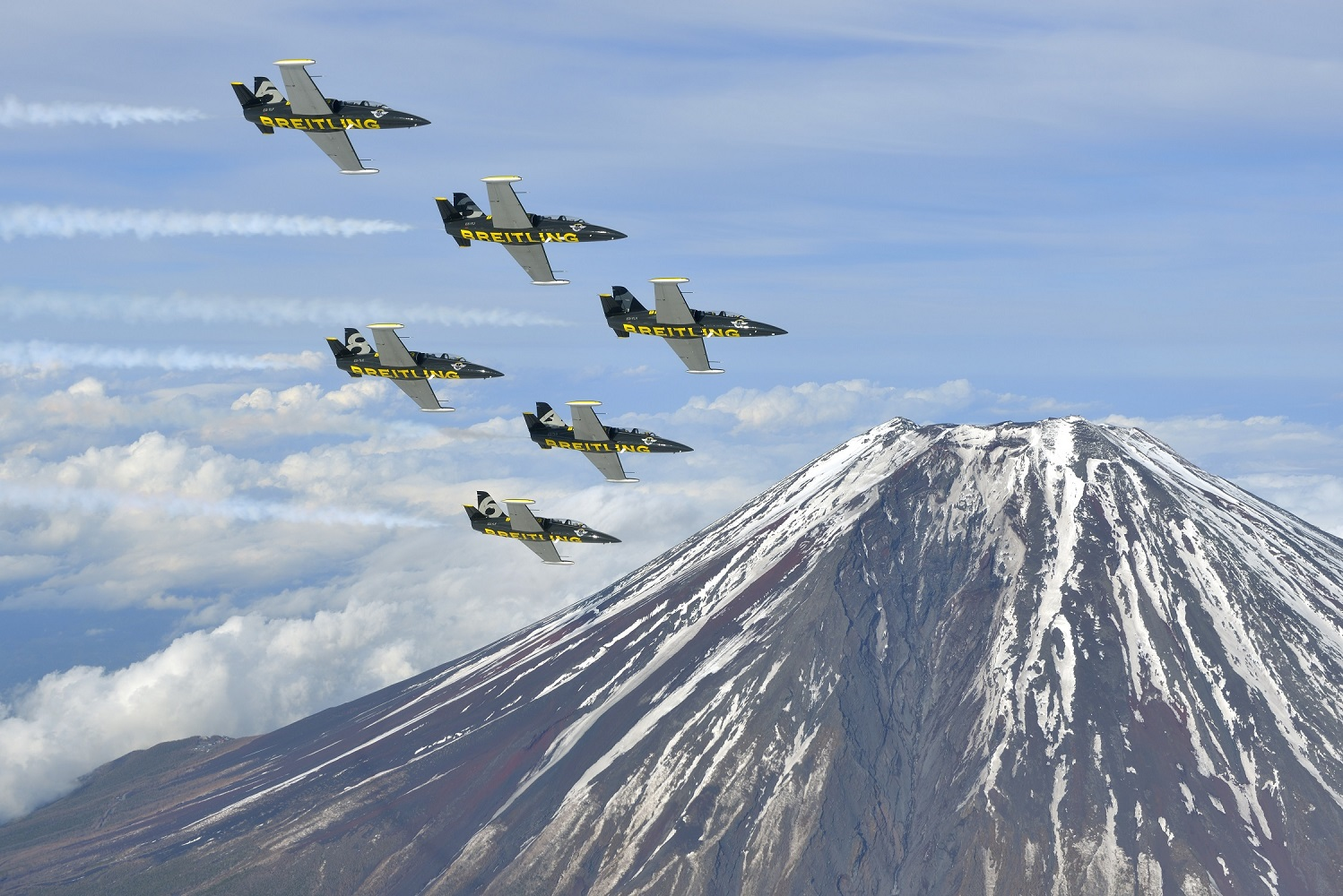 Breitling Jet Team Over Mt. Fuji ( Image Credit Tokunaga)