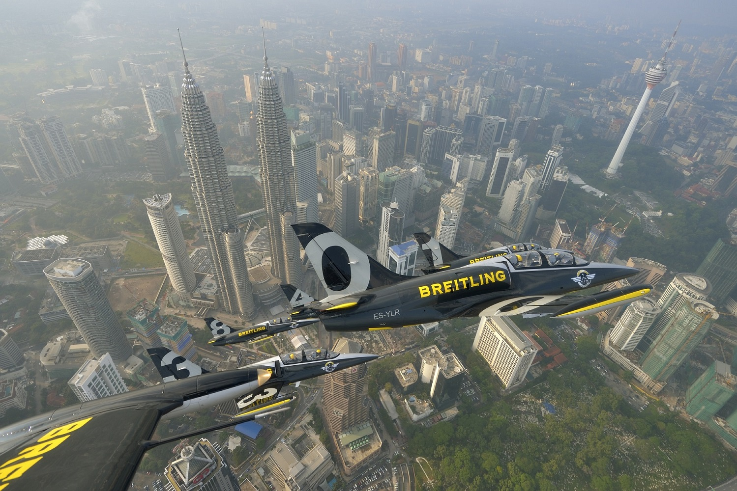 Breitling Jet Team in Malaysia ( Image Credit Tokunaga)