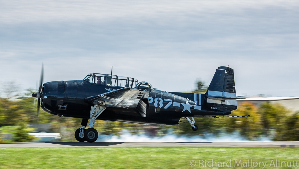 The Avenger touches down after her performance. (photo by Richard Mallory Allnutt)