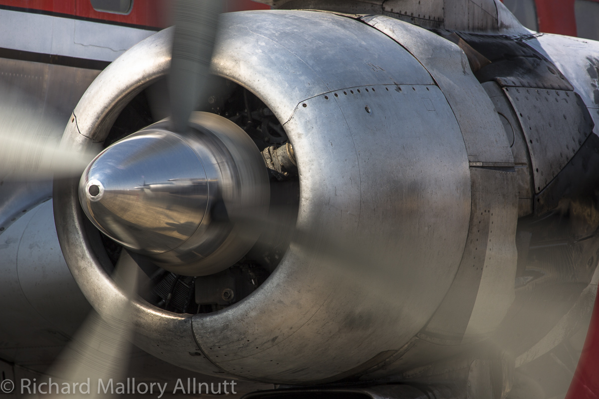 The DC-7's No.2 engine humming along during its run-up. (photo by Richard Mallory Allnutt)