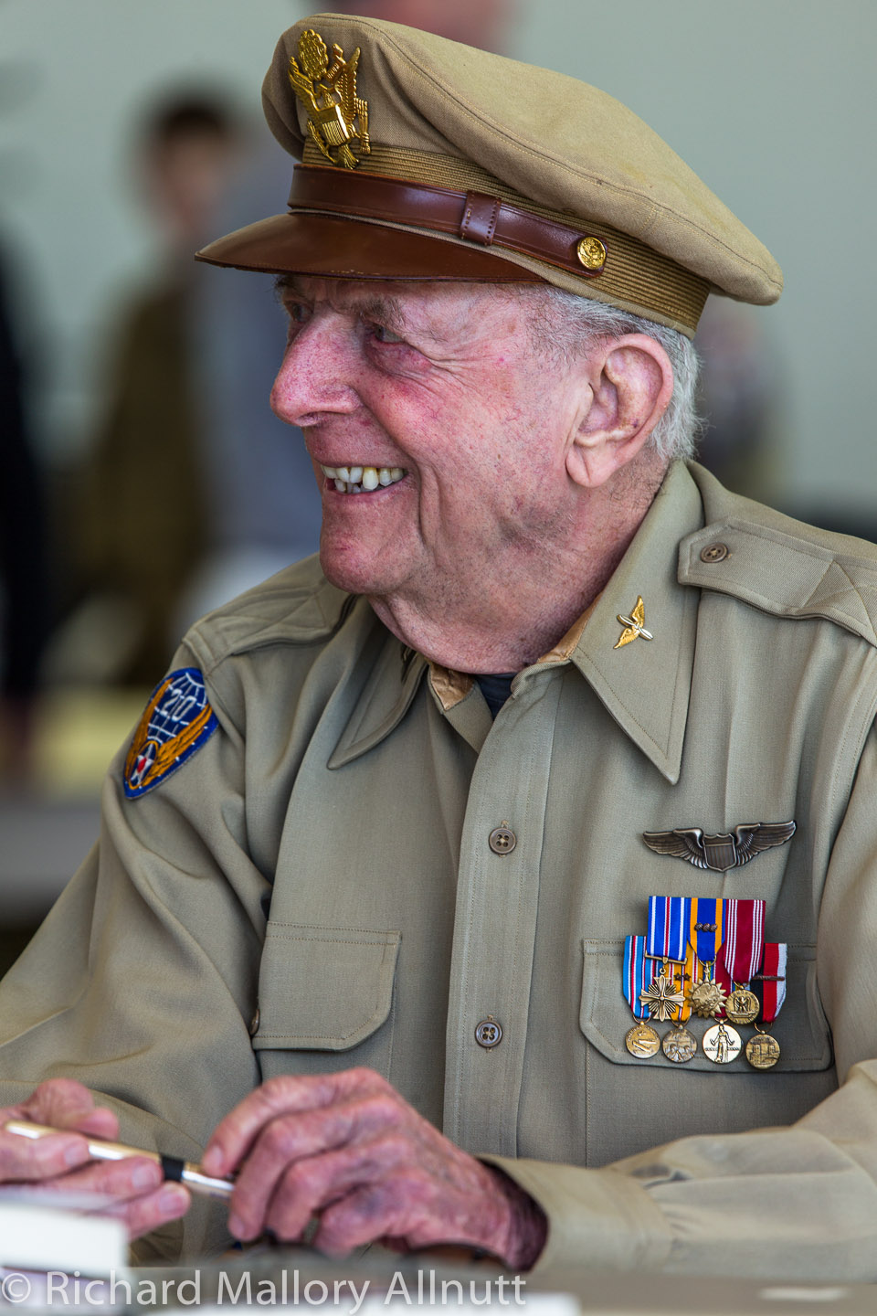 WWII Pacific Theatre combat veteran Jerry Yellin recounted his harrowing tale of flying his P-51 Mustang during the closing days of WWII, and the sadness of losing his wingman on the very last day of the war. (photo by Richard Mallory Allnutt)
