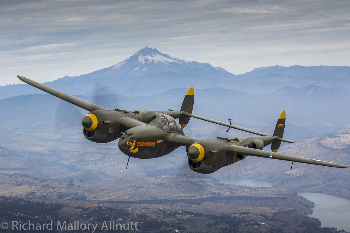 The P-38 set against the Cascade Mountains made for a highly evocative portrait. (photo by Richard Mallory Allnutt)