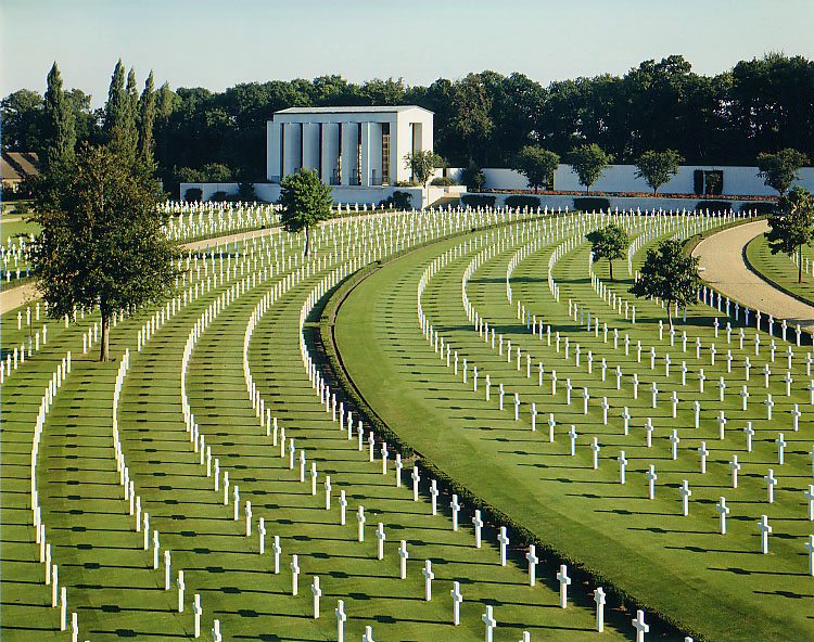 The cemetery and memorial for American war dead in near Cambridge, England. (photo via Wikipedia)