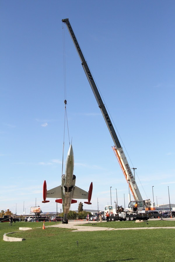 canadian-warplane-heritage-museum-cf-104-crane