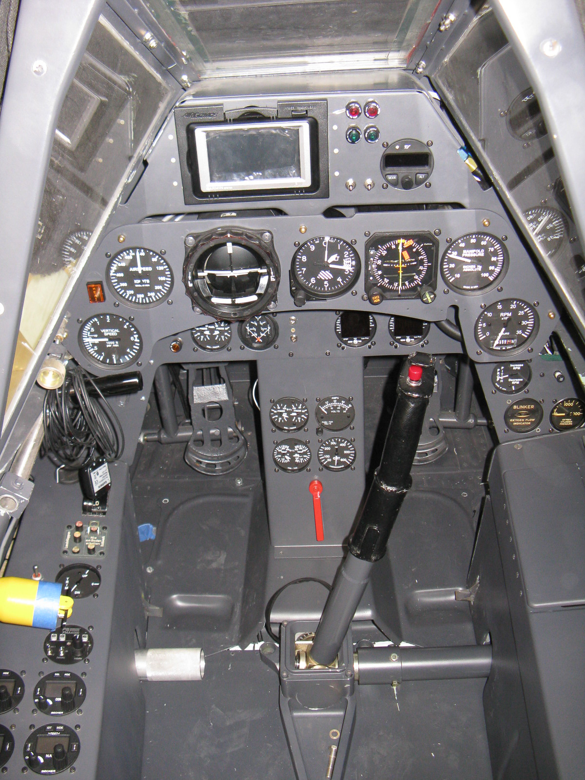 The fully equipped cockpit FW-190. (photo via GossHawk Unlimited)