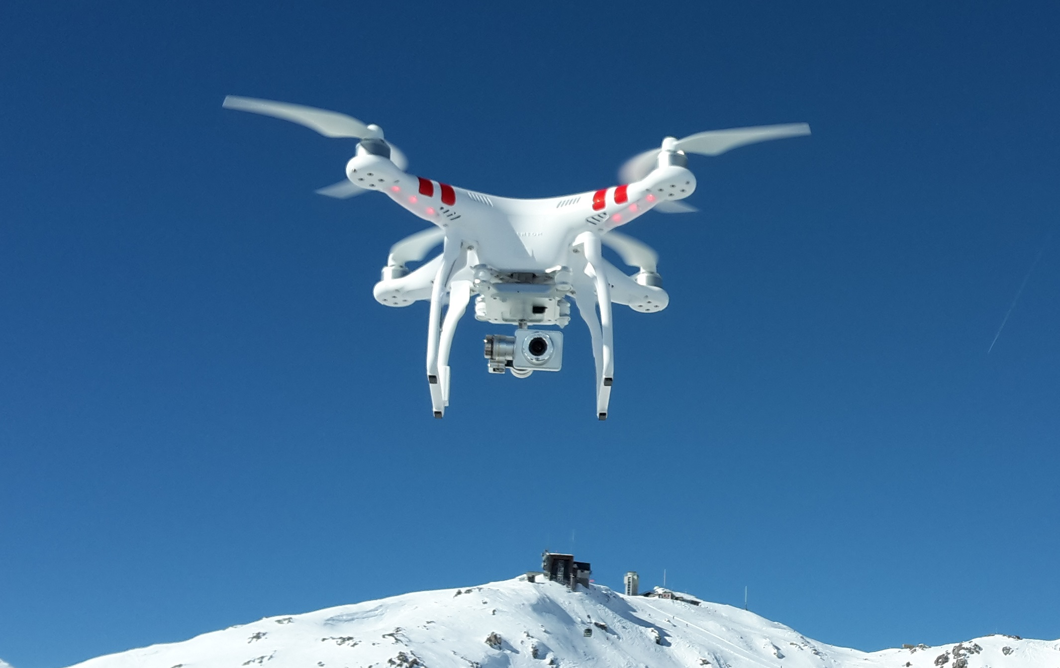 DJI_Phantom_2_Vision+_V3_hovering_over_Weissfluhjoch_(cropped)