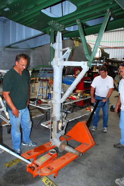 Hanging the main gear again in July 2007. (photo by Dan Newcomb)