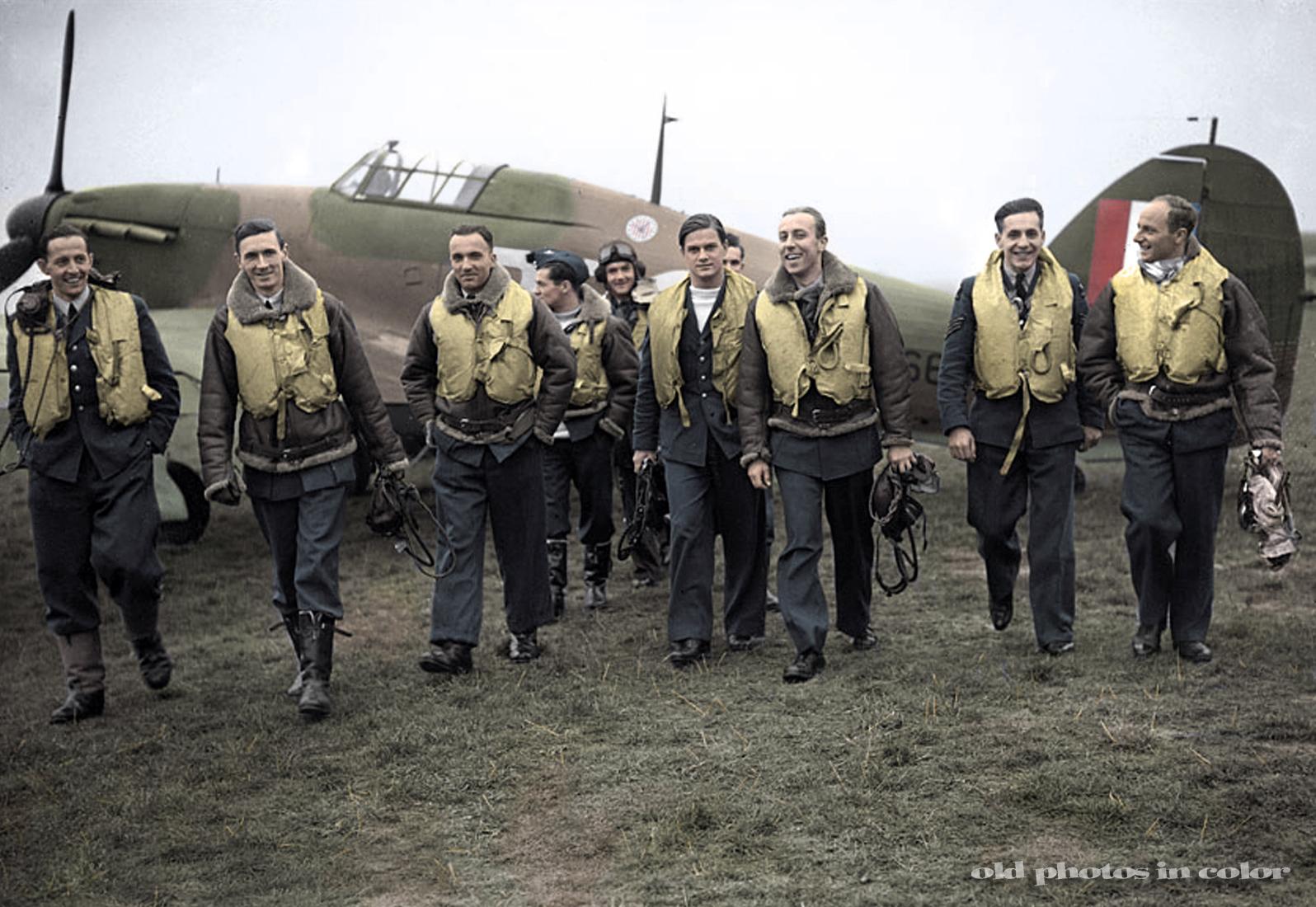 303 squadron pilots. L-R: F/O Ferić, F/Lt Lt Kent, F/O Grzeszczak, P/O Radomski, P/O Zumbach, P/O Łokuciewski, F/O Henneberg, Sgt Rogowski, Sgt Szaposznikow (in 1940). (photo via Wikipedia)