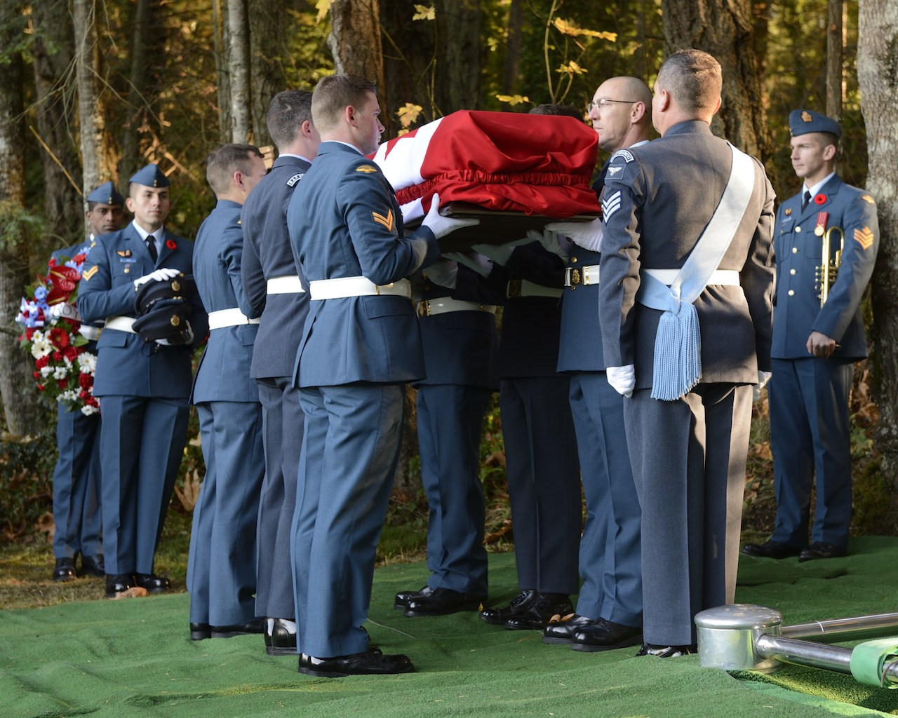 Pallbearers prepare to lower the casket during the memorial service for the air crew from Avro Anson flight L7056 at Royal Oak Buriral Park in Victoria, BC on 10 November, 2014. Photo: Corporal Malcolm Byers, MARPAC Imaging Services
