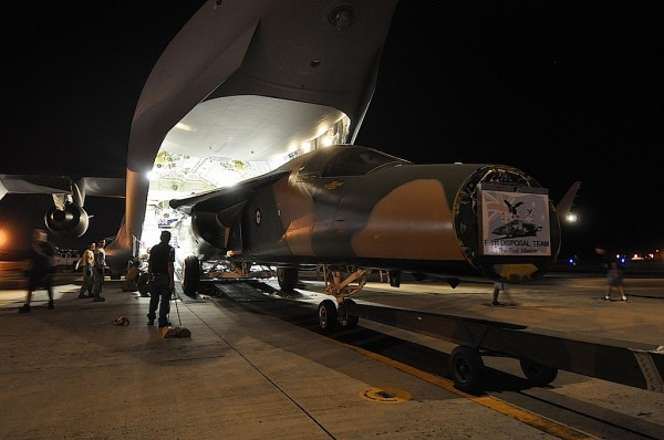 RAAF F-111C gets offloaded from an RAAF Boeing C-17 Globemaster in Hawaii. (Image Credit: Pacific Aviation Museum)