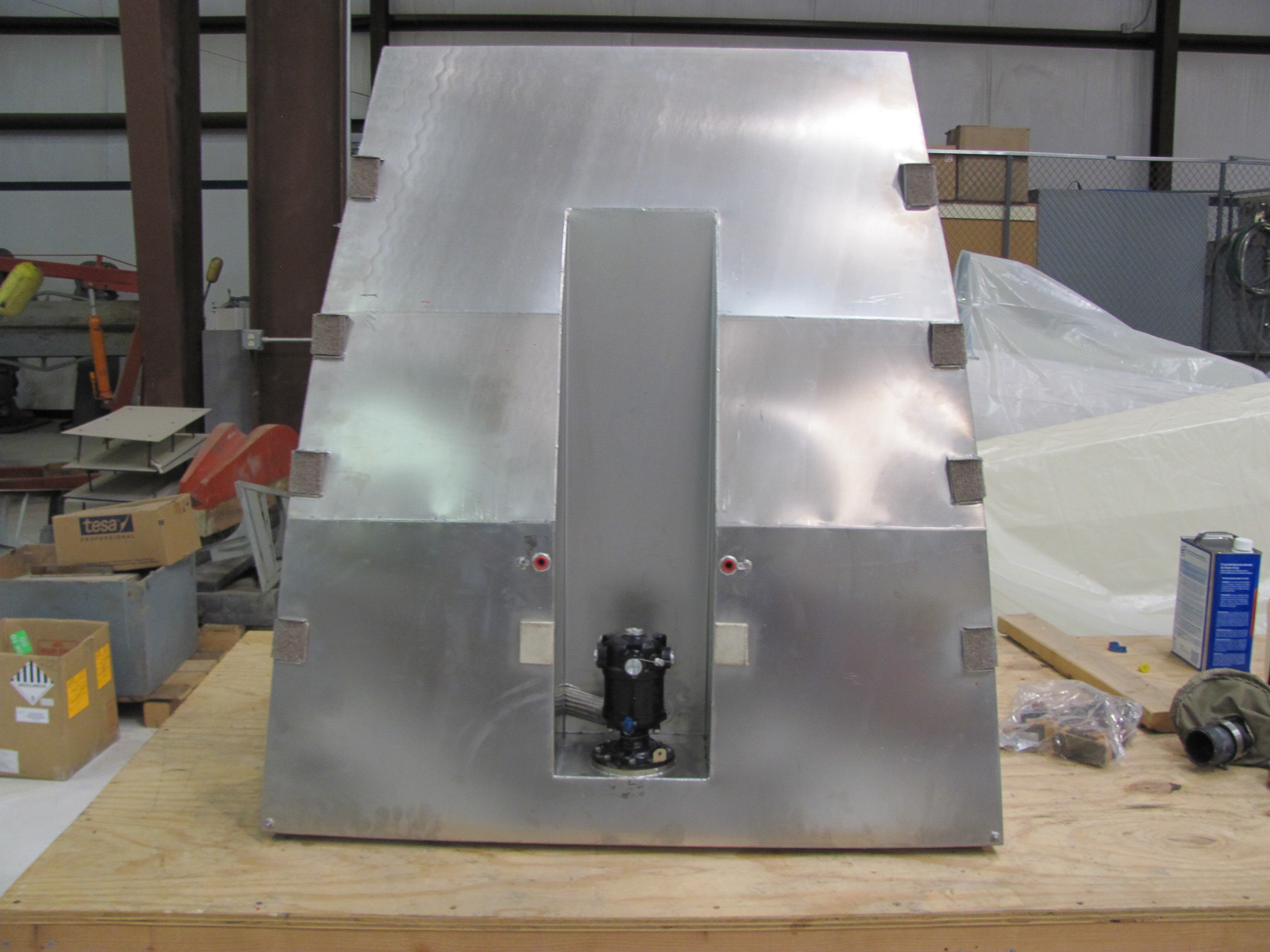 The freshly-fabricated fuel tank ready for installation. (photo via GossHawk Unlimited)