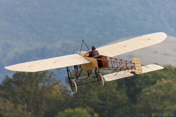 The flights of the Blériot Monoplane, which comes all the way from Sweden have become something of a tradition at the Hahnweide Oldtimer Fliegertreffen. (Image Credit: Andreas Zeitler)
