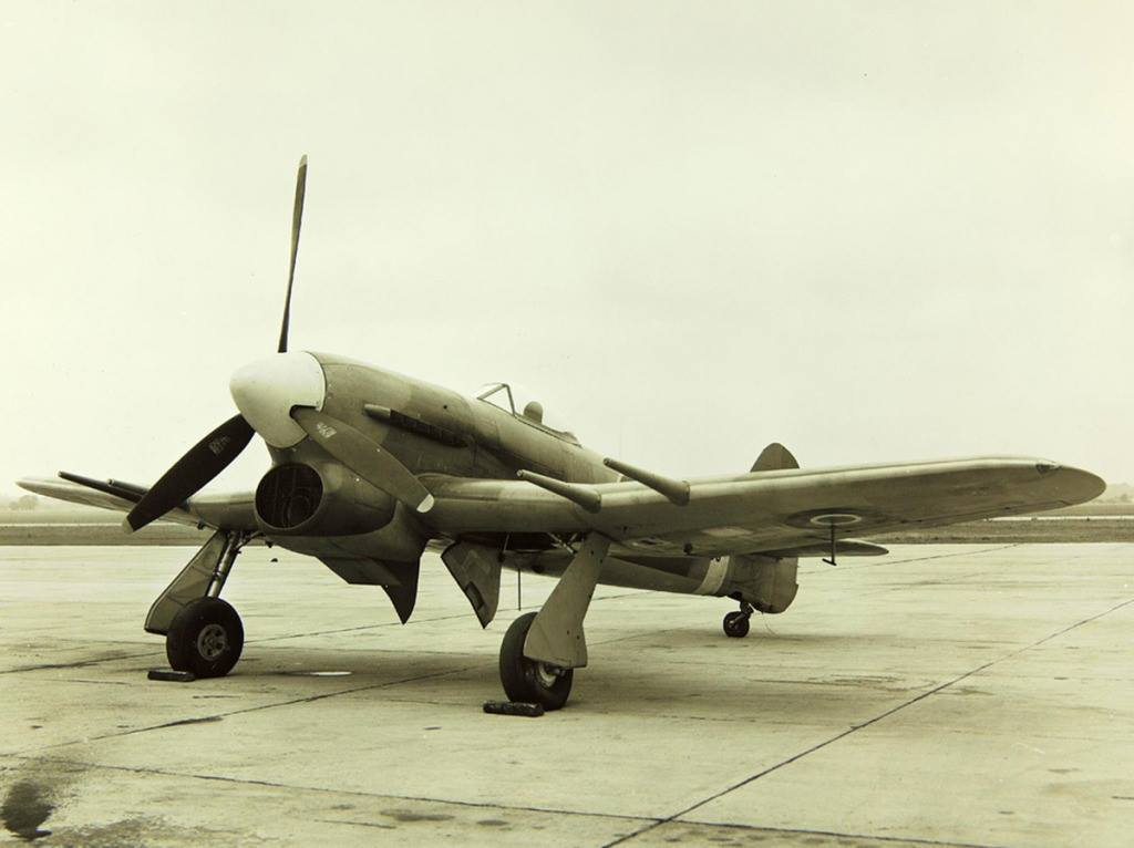 When the Luftwaffe brought the formidable Focke-Wulf Fw 190 into service in 1941, the Typhoon was the only RAF fighter capable of catching it at low altitudes; as a result it secured a new role as a low-altitude interceptor.