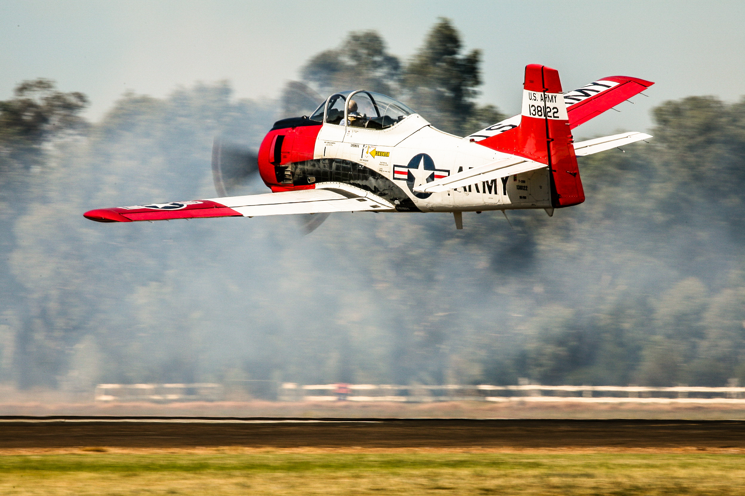 Cameron Rolf dazzled the crowd with his T-28 Trojan. (photo by Phil Buckley)