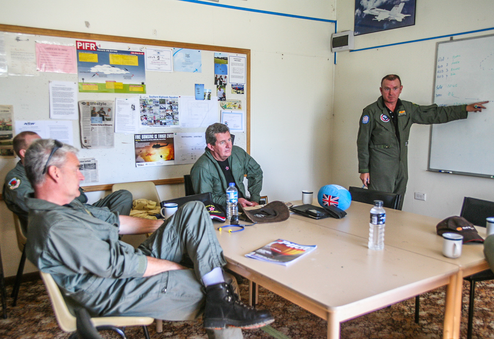 Briefing in the Mittagong Aero Club. (photo by Phil Buckley)