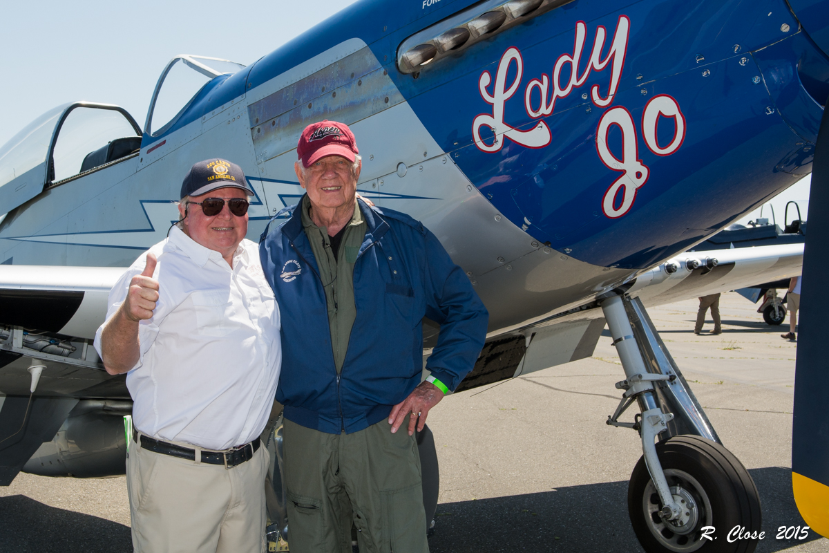 'Earthquake' Titus (right) and Leon DeLisle (left) just before Titus' flight in P-51 Mustang 'Lady Jo'. (photo by Ron Close)