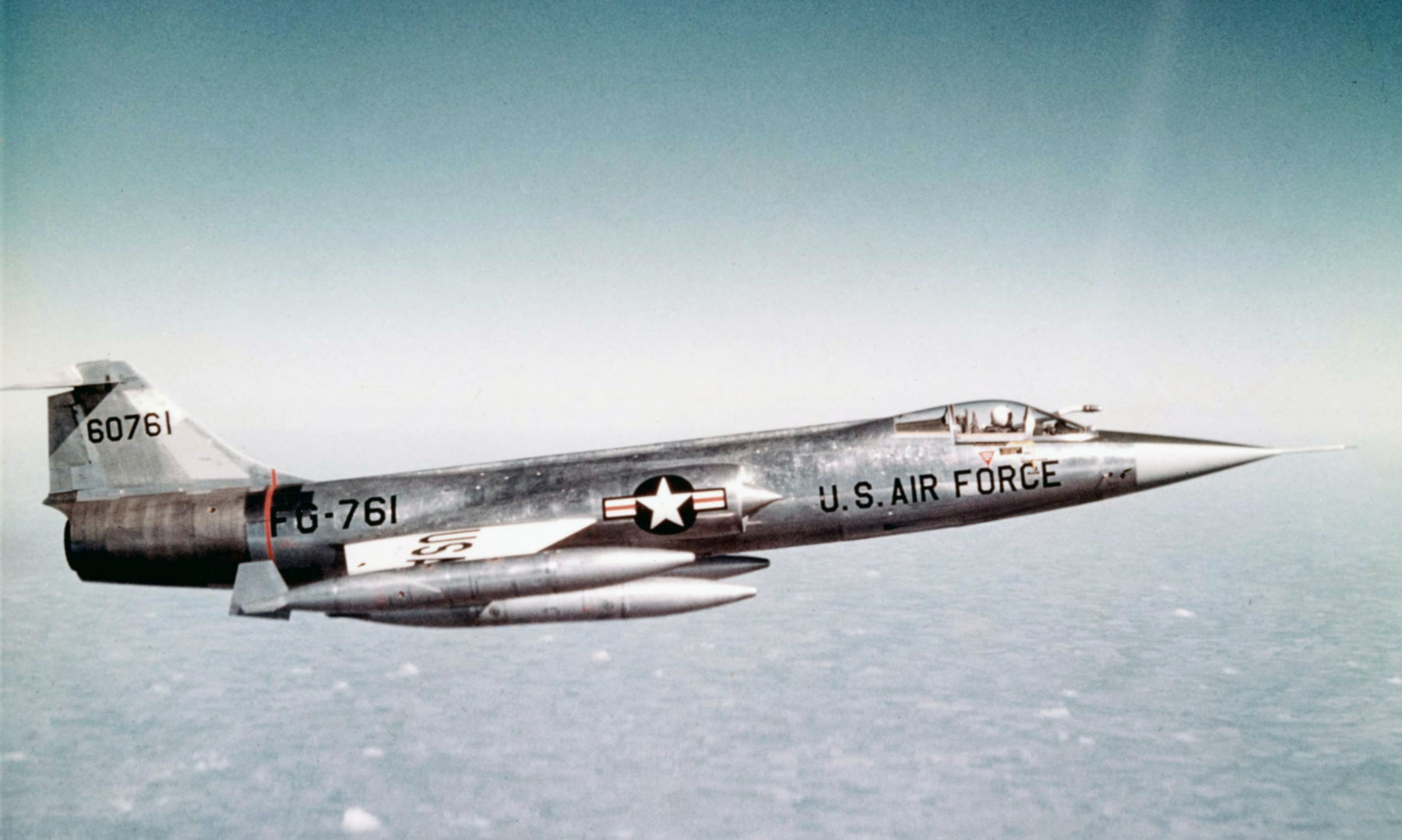 A U.S. Air Force Lockheed F-104A-10-LO Starfighter (s/n 56-0761) in flight. Note that the aircraft is equipped with an inflight refueling probe. ( Image by USAF - National Museum of the U.S. Air Force photo 060928-F-1234S-011 via Wikipedia)
