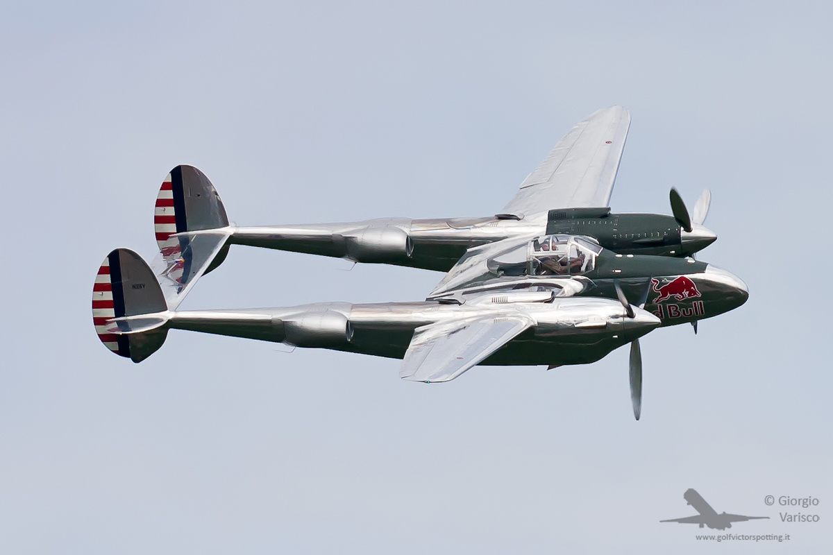 The Red Bull  P-38 Lightning shown here was also joined by their B-25 Mitchell and F4U-4 Corsair. (photo by Giorgio Varisco)