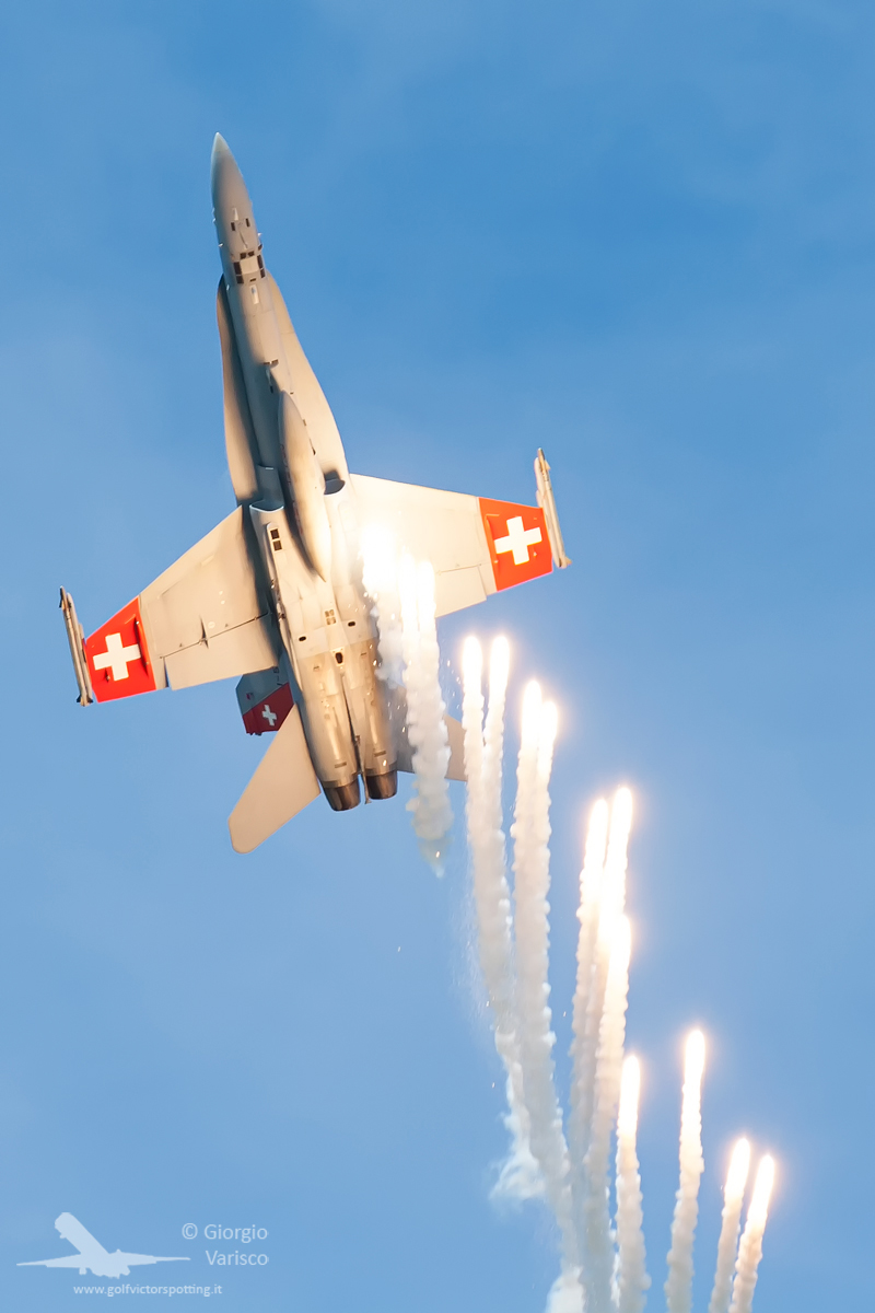 A Swiss Air Force F-18 Hornet demonstrating its anti-heatseaking missile defenses. (photo by Giorgio Varisco)