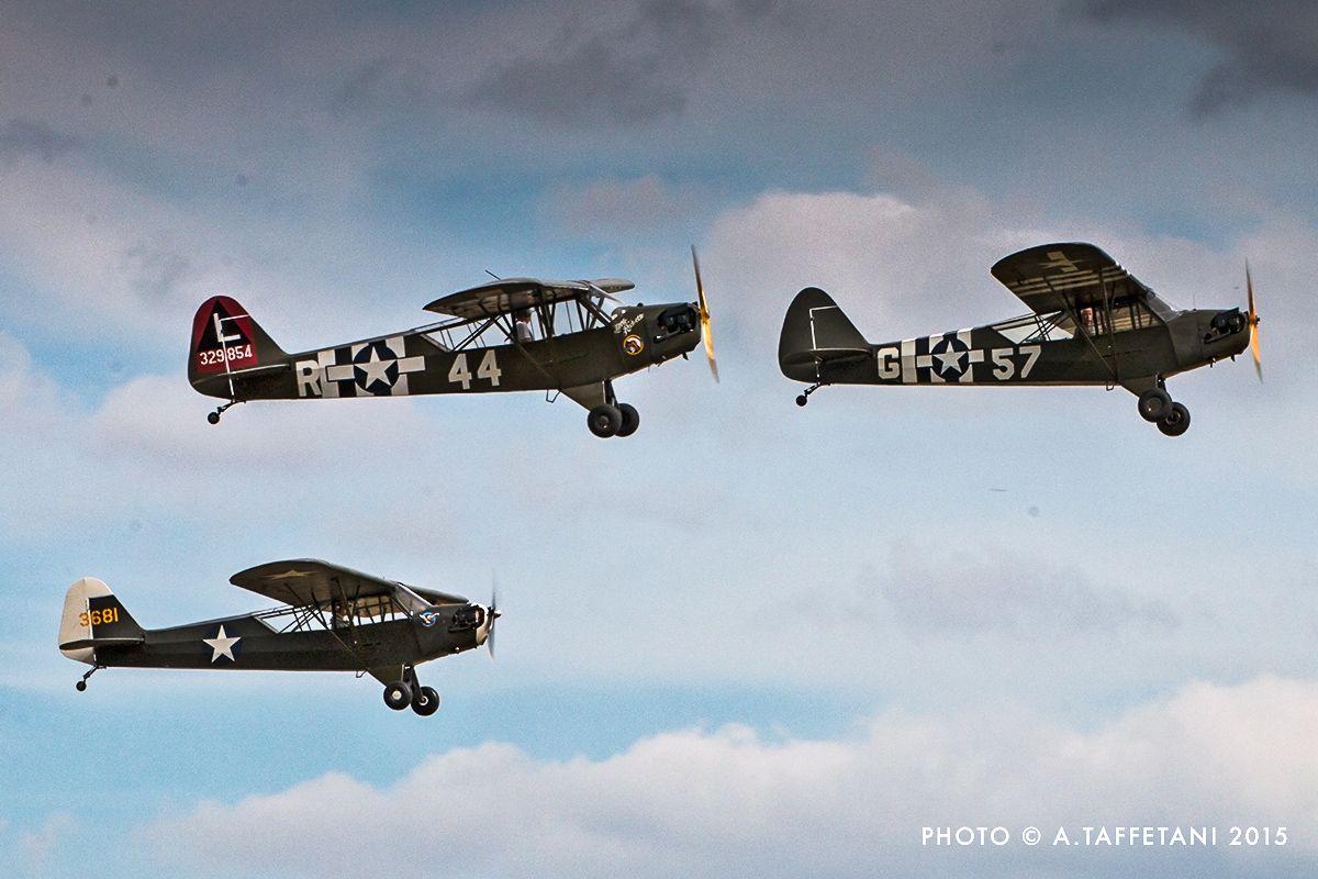 Piper Cubs in close formation. (photo by Alessandro Taffetani)