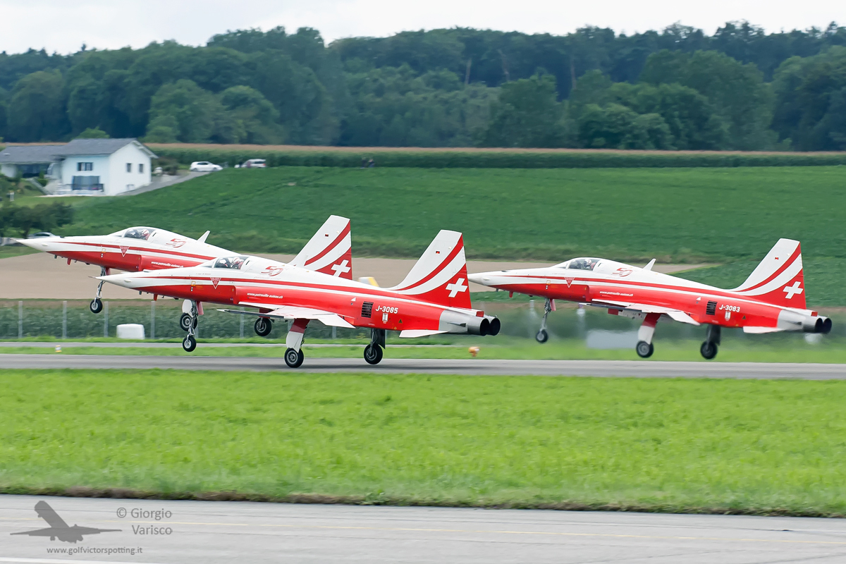 The famous Swiss Air Force demonstration team Patrouille Suisse celebrating their own fiftieth anniversary flew in their Northrop F-5s. (photo by Giorgio Varisco)
