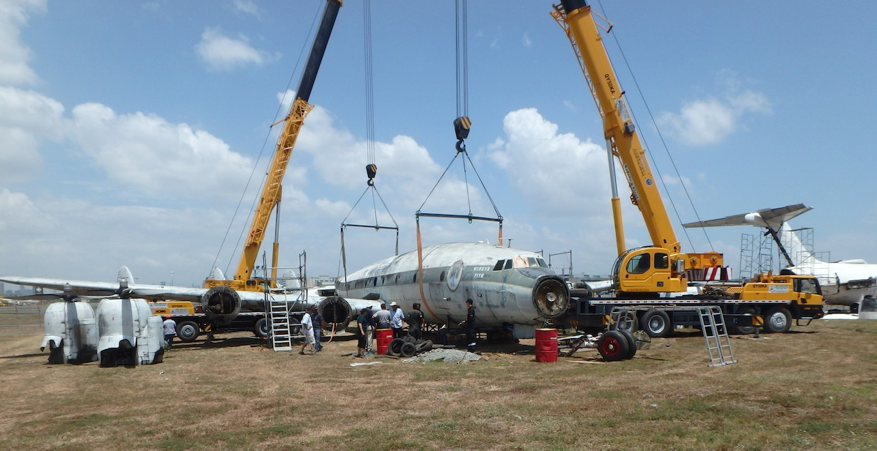 The Super Constellation in Manila , Philippines undergoing careful dismantling by a team from Qantas Airlines. (photo via Qantas Founders Museum)
