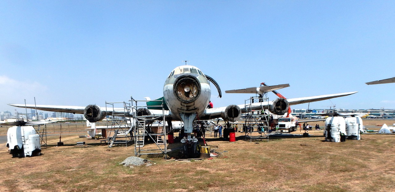 Work is carried on around the Super Constellation. (Qantas Founders Museum photo)