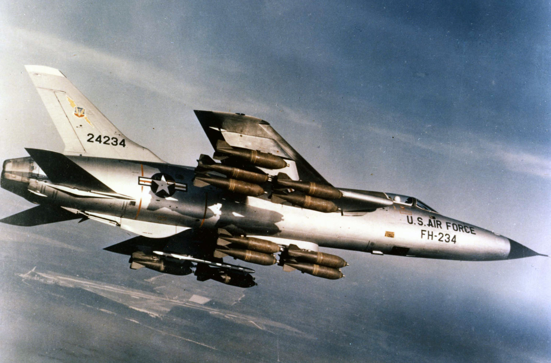 Republic F-105D-30-RE Thunderchief (SN 62-4234) in flight with a full bomb load of M117 750 lb bombs. (Image by USAF - U.S. Air Force Museum website via Wikipedia)