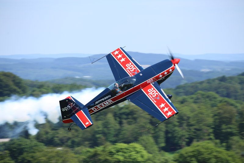 Mike Rottland in his powerful Extra 300S. (photo via Johannes Kleine)