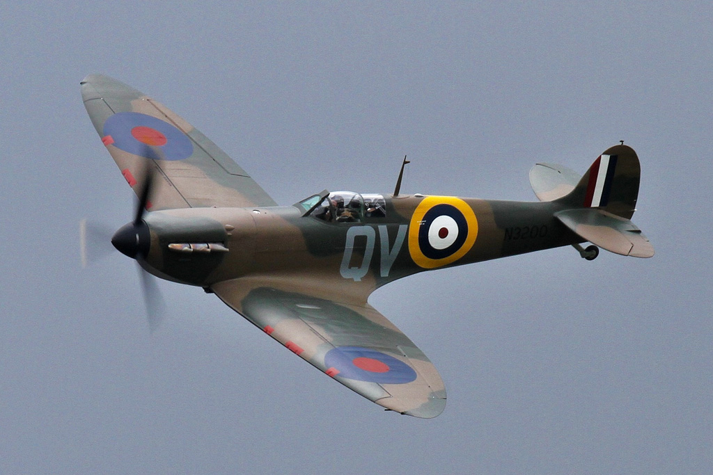 Spitfire Mk.Ia N3200 flying