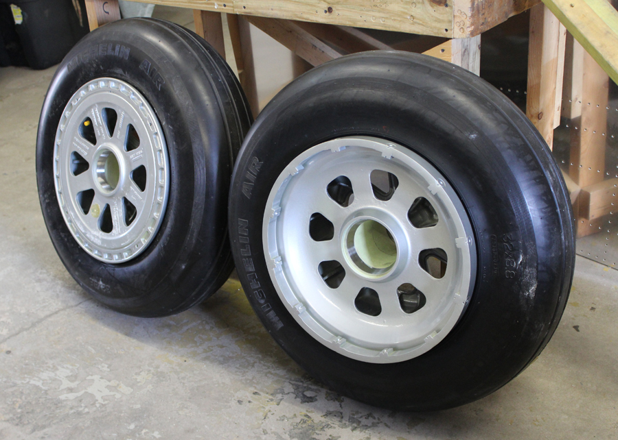 The main wheels are now ready to mount. (photo via Tom Reilly)