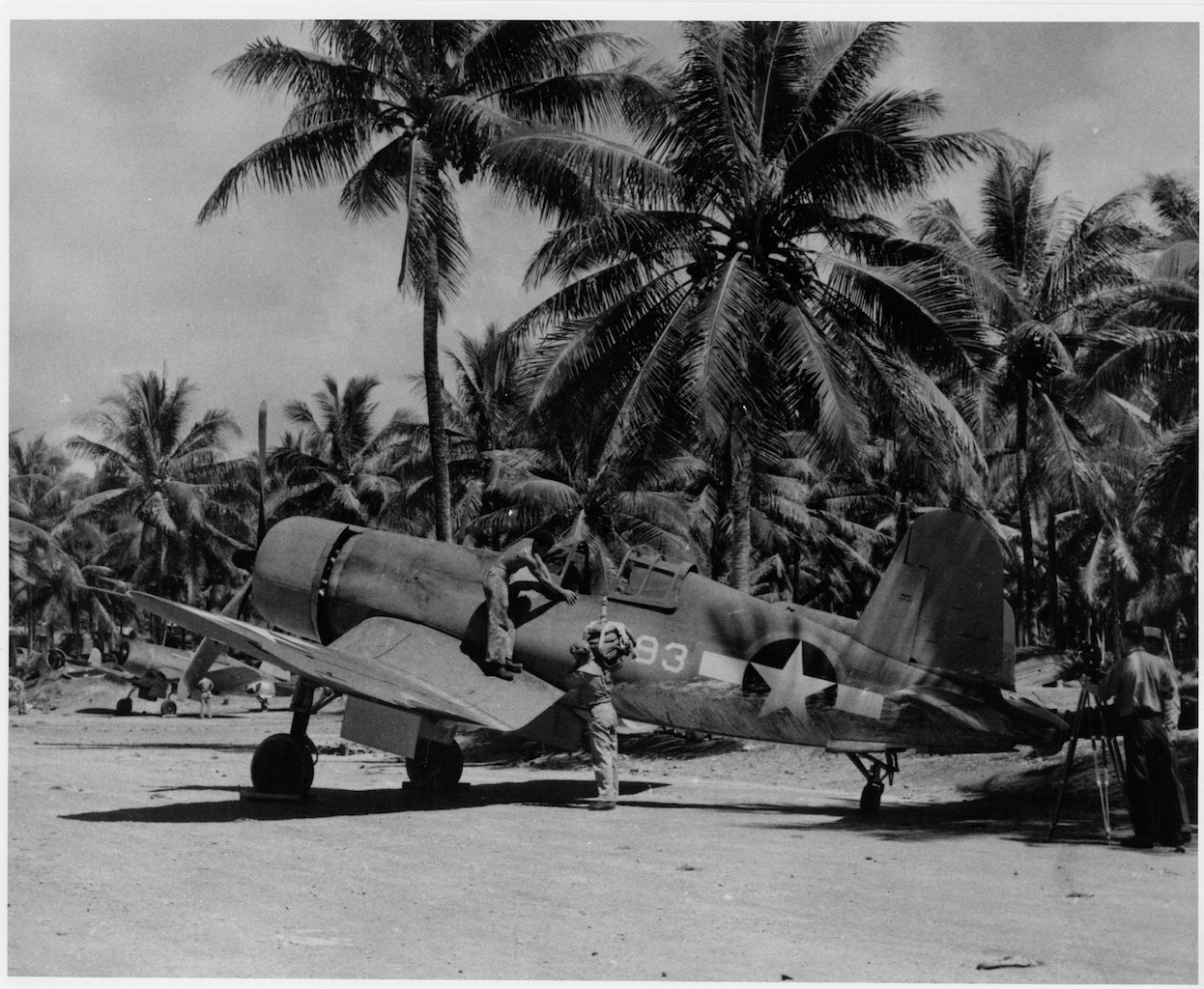 F4U-1 Corsair of 1st Lt Rolland N. Rinabarger of VMF-214, Esprito Santo 1943. ( Photo by Mike Schneider Collection)