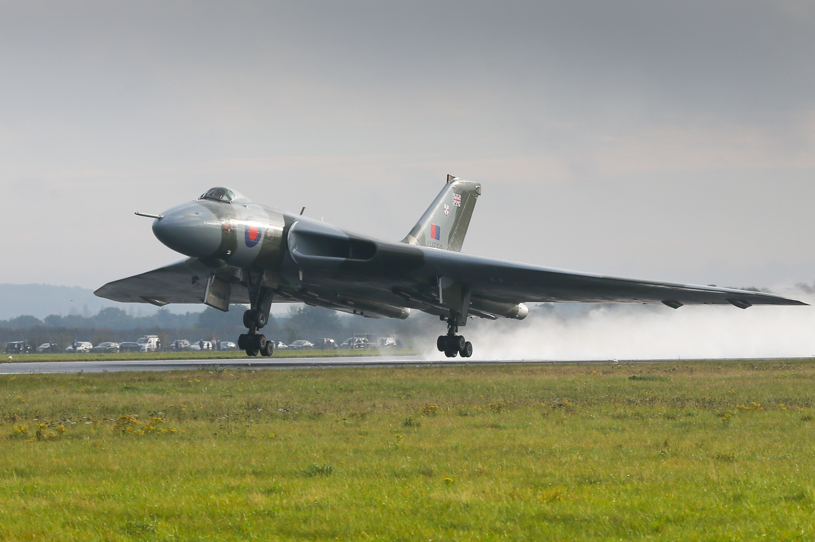 XH558 taking off for the last time. (photo by Steven Comber)