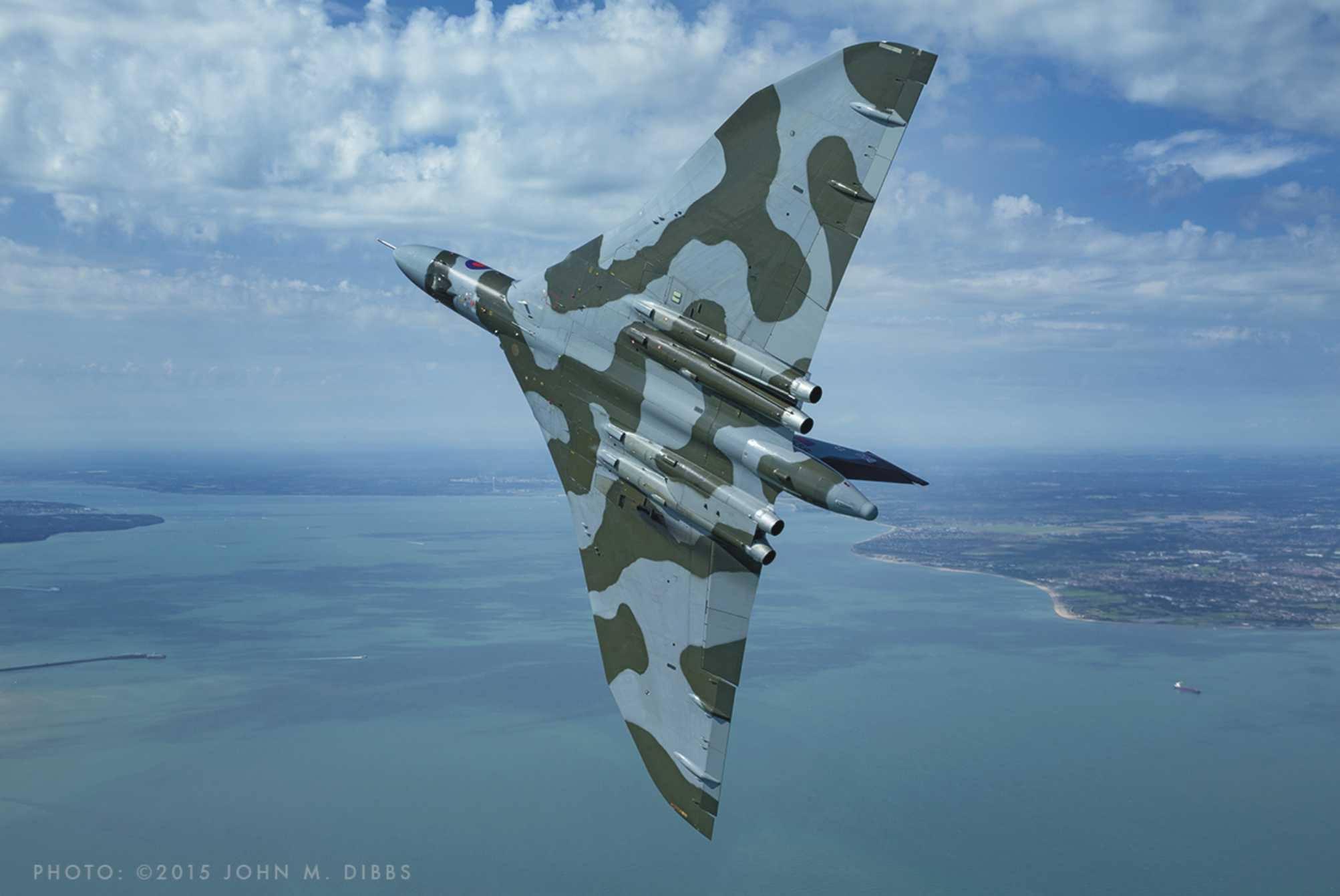 Vulcan XH558_ By John Dibbs_2