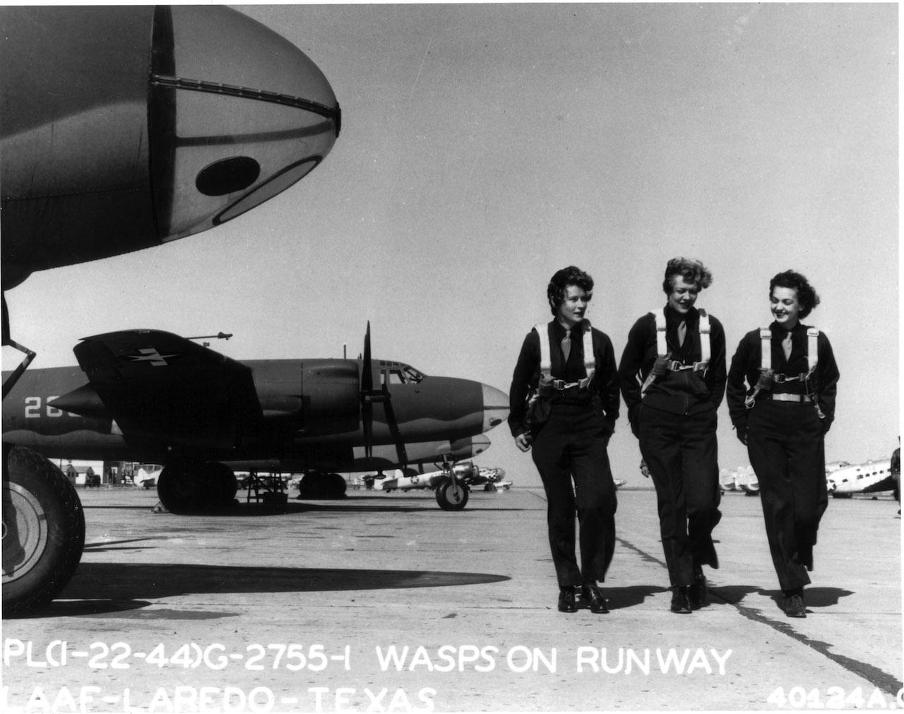 WASPs on flight line at Laredo AAF, Texas, 22 January 1944. (Courtesy: USAF)- Via Wikipedia