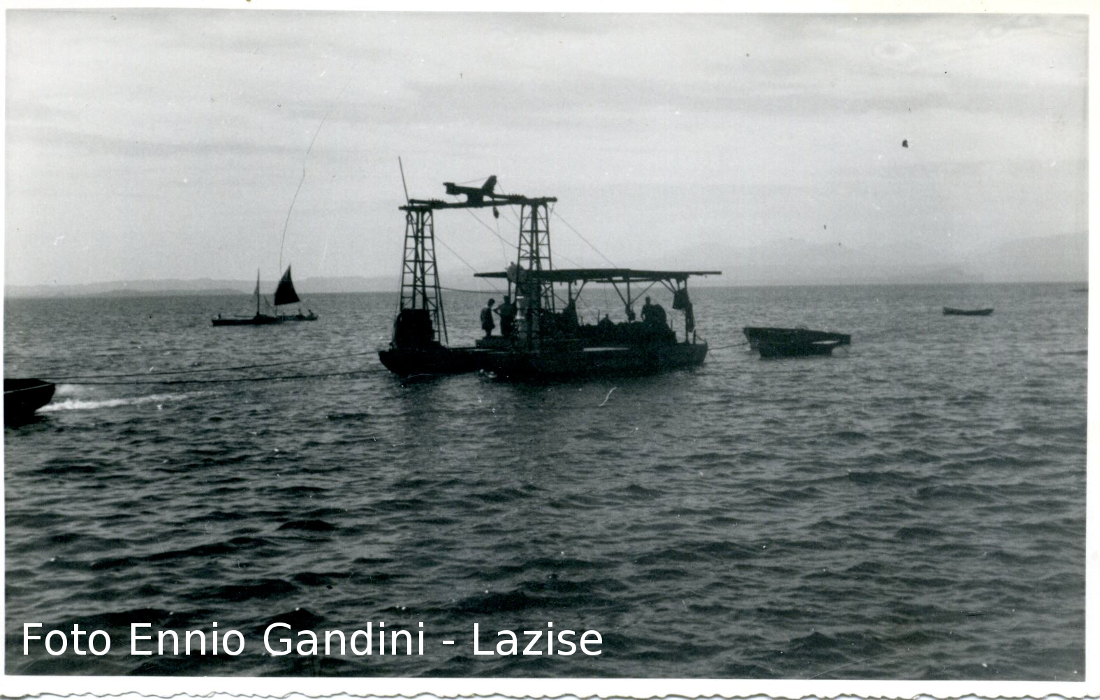 Original picture showing the recovery of the pilot. ( Thanks to The Volontari del Garda)