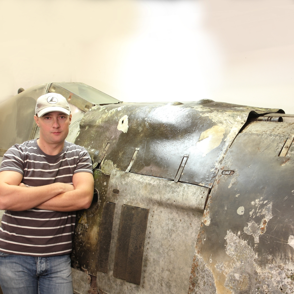 Andor with the Fw-190. (photo via Andor Burnáczki)